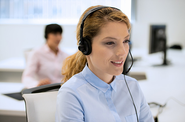 Customer service agent improving customer service (CX).